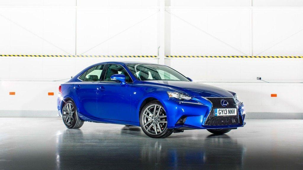 Lexus lanza la versión 2015 de su berlina híbrida, el IS 300h