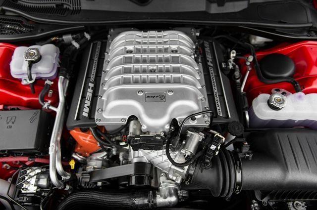 ¡Cuidado al limpiar el motor del coche!.001