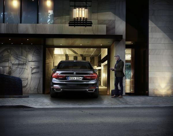 El nuevo BMW 7 estrena aparcamiento remoto002