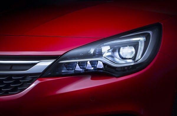 El nuevo Opel Astra galardonado por su sistema IntelliLux LED002