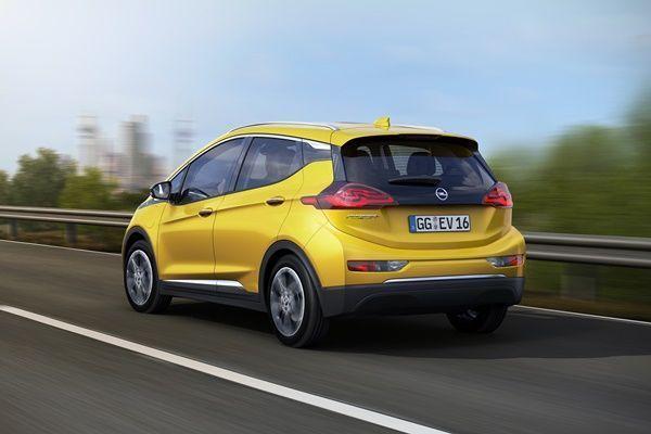 Nuevo coche eléctrico de Opel, el Ampera-e002