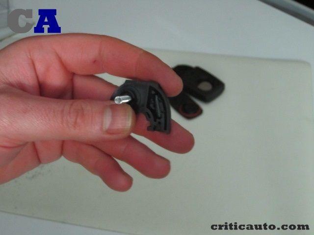 Como reparar las carcasas de un mando de coche020