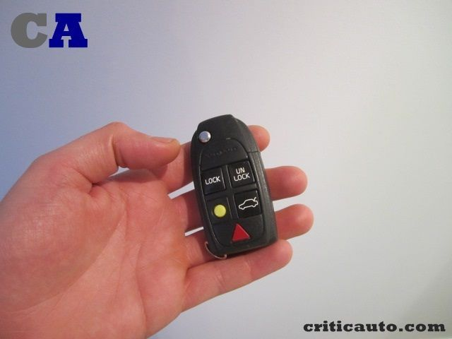Como reparar las carcasas de un mando de coche034